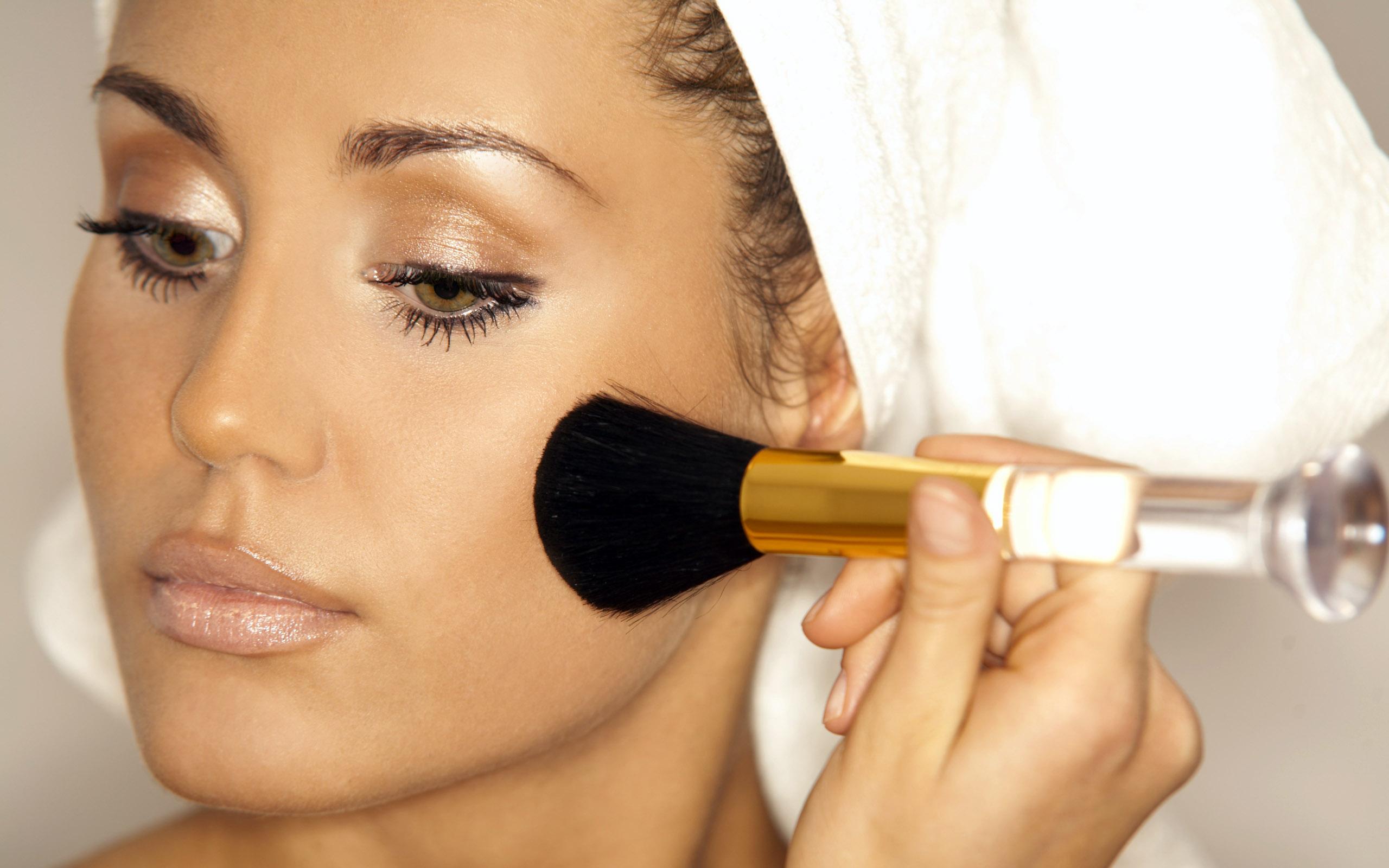 к чему снится делать макияж