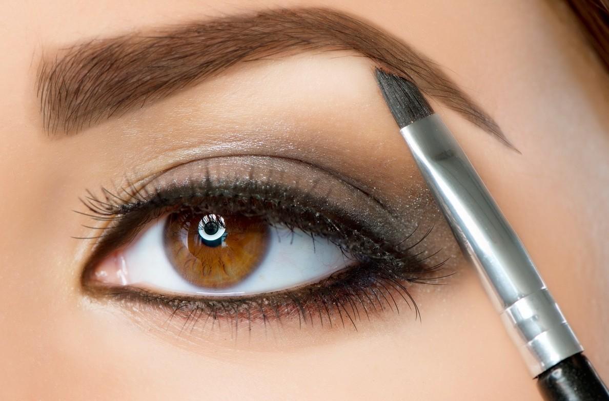 Как накрасить глаза тенями? Пошаговая инструкция