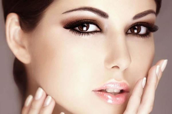 Макияж для карих глаз брюнеток светлая кожа фото