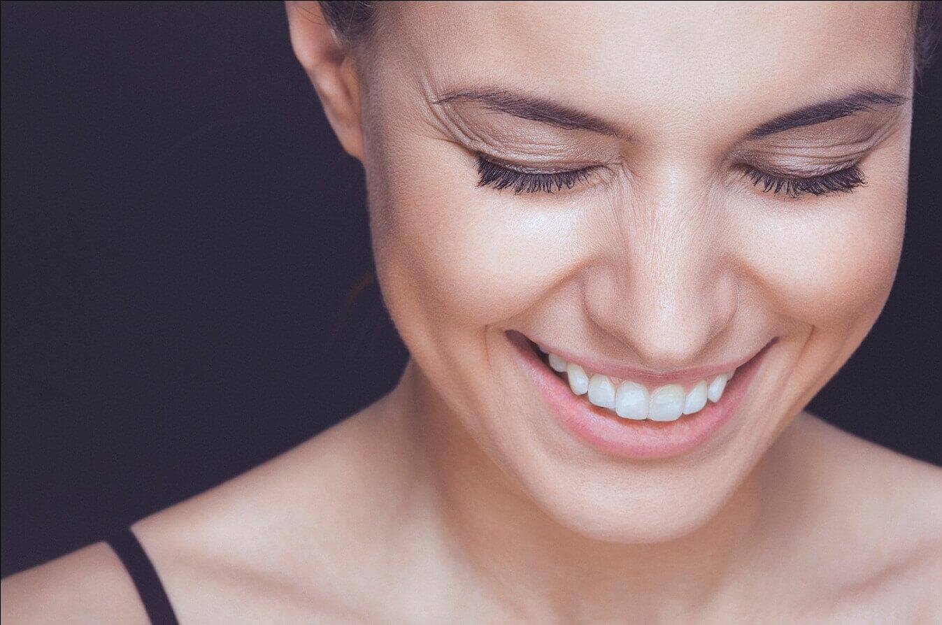 Чем лучше всего смывать косметику с лица